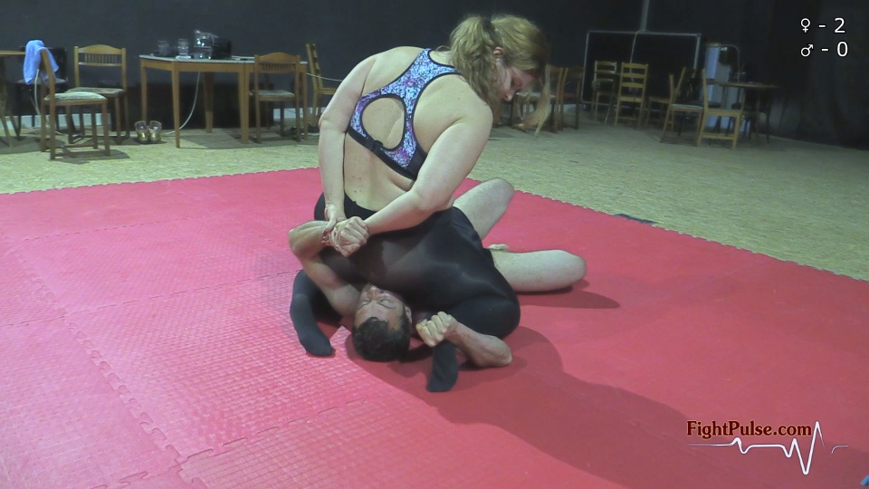 FightPulse-MX-32-Lucrecia-Gregor-smother-match-002