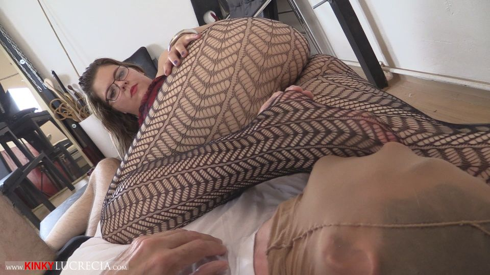 Mistress Lucrecia Footfetish Domination fishnets pantyhose