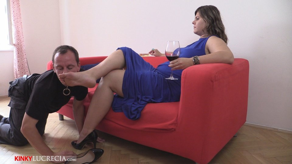 KinkyLucrecia02-FootWorship-01