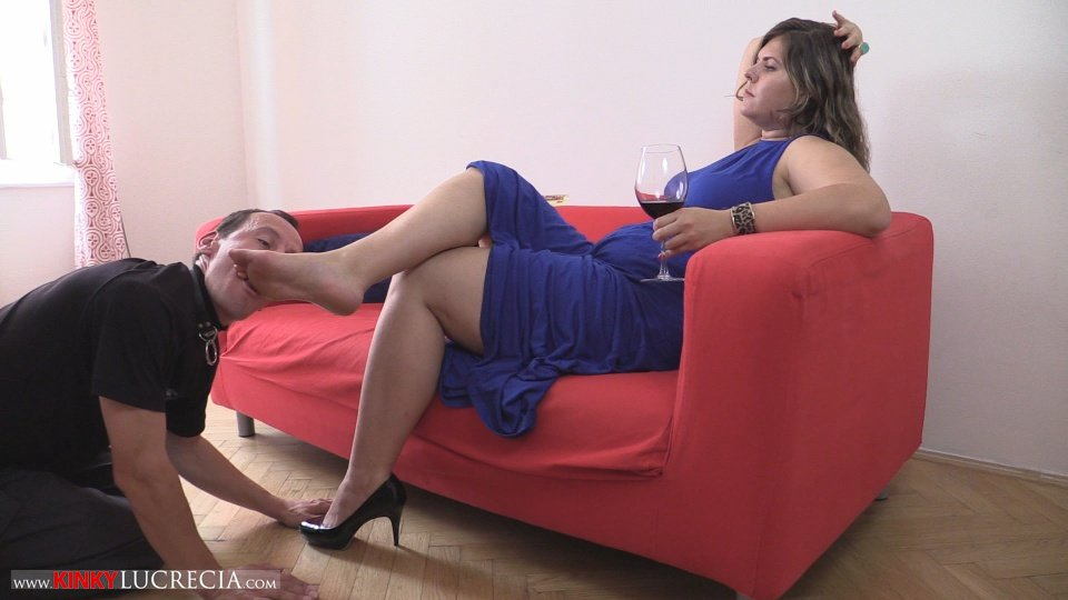 KinkyLucrecia02-FootWorship-02