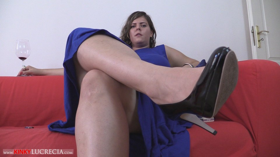 KinkyLucrecia02-FootWorship-08