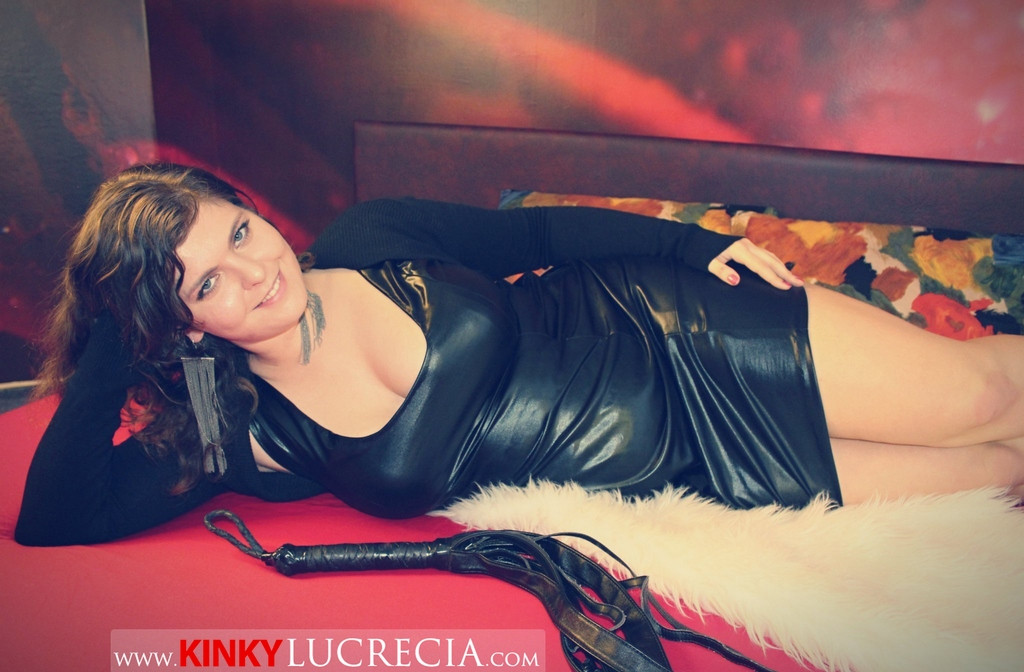 Lucrecia Adira session wrestler dominatrix