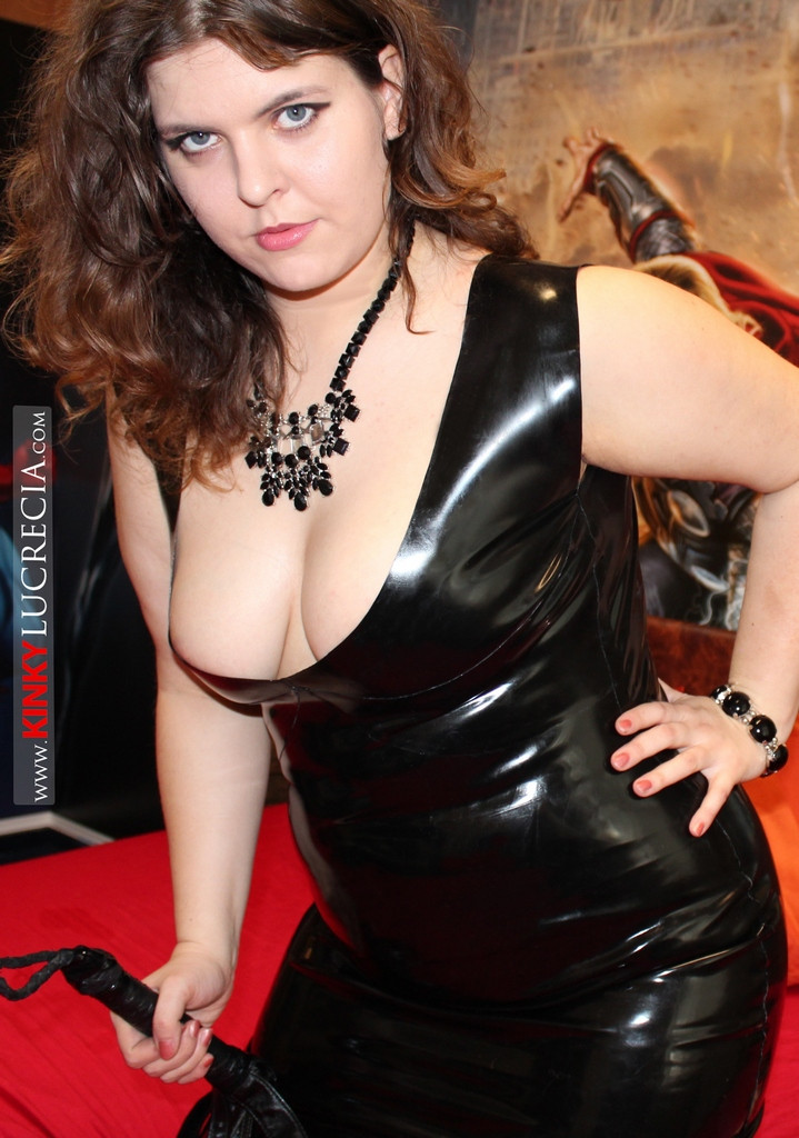 Curvy latex